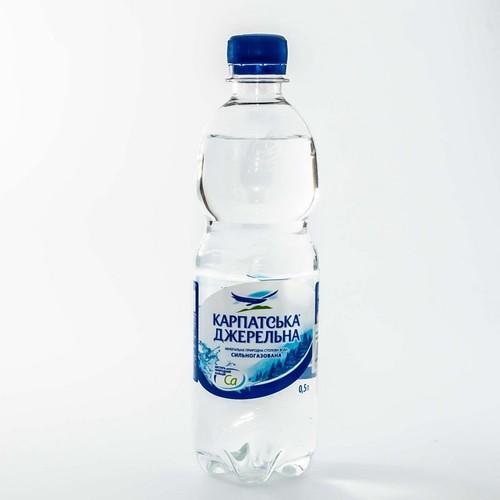Карпатская джерельна газована мин.вода 0,5л купити в Ирпене